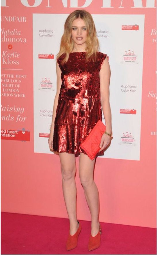 Беременная Наталья Водянова примерила яркое мини-платье для светского раута
