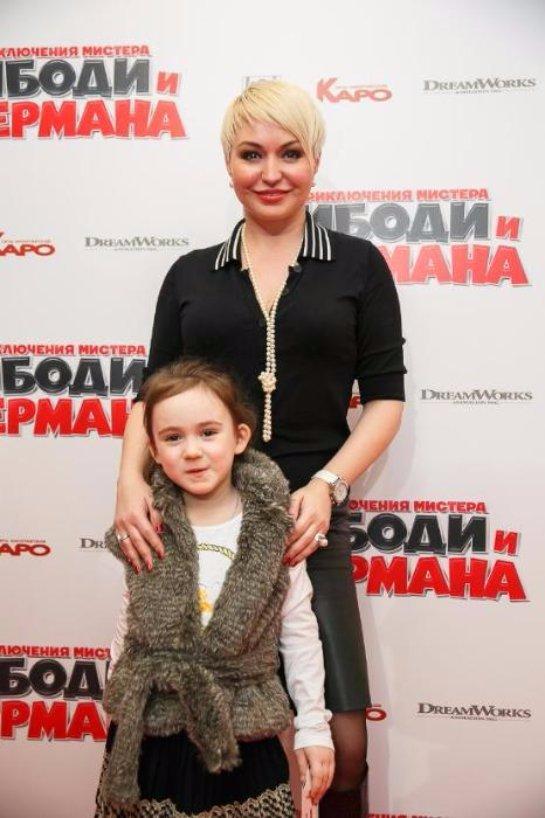 Катя Лель забрала дочь из школы Аллы Пугачевой