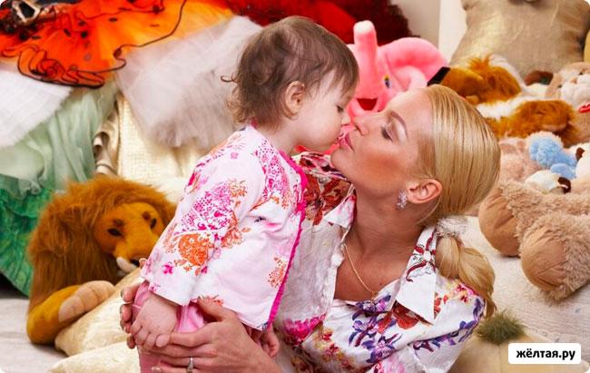 Анастасия Волочкова выложила в интернет фото голой дочери