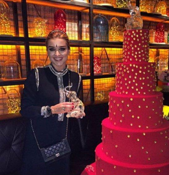 Ксения Бородина отпраздновала день рождения в индийском стиле